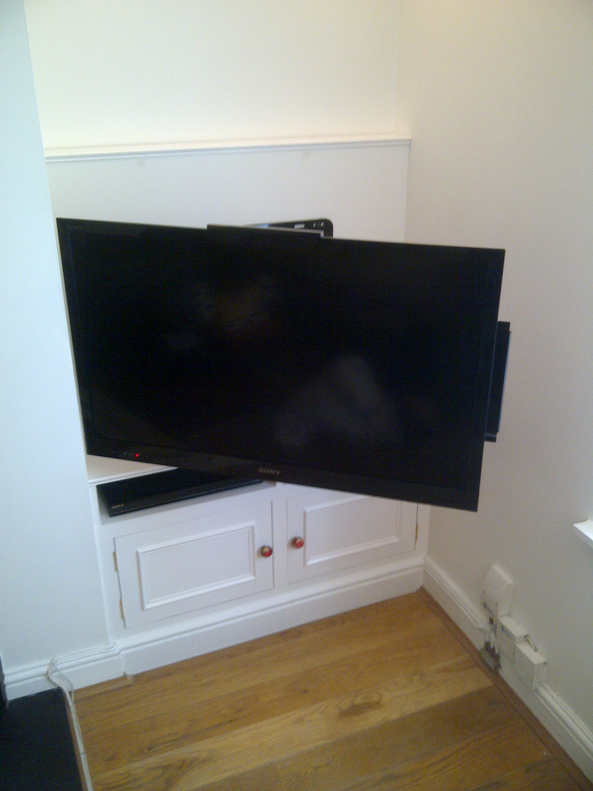 Tv unit extended surrey joinery specialists joinery for Television in the kitchen ideas